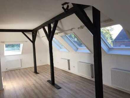 Helle 2-Zi-DG-Wohnung in 3-Familienhaus in Brüggen