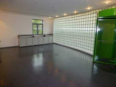 Schönes großes Büro/Praxis etc mit, HMS und 2-4x Stellplatz in 71139 Ehningen