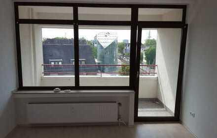 Frisch Renovierte 4 Zimmer mit Balkon und Aufzug (5 OG li)