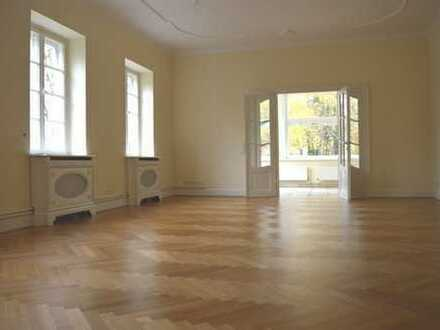 Dahlem - feine Adresse und anspruchsvolles Wohnen in sanierter Denkmal-Villa!