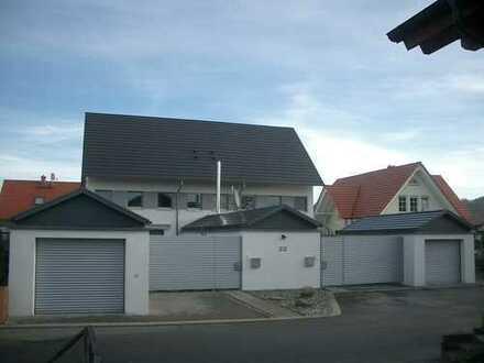 Exklusive Doppelhaushälte mit Garage und Garten