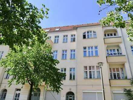 3 Zimmer Altbauwohnung mit Balkon - Spannend für Eigennutzer und Kapitalanleger