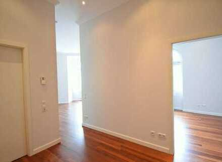 Frisch renovierte 2 Zimmer Wohnung im Altbau-Stil - Zentrale Lage -