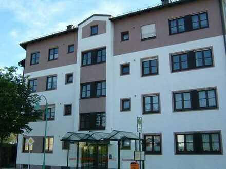 Gepflegte 3-Zimmer-Wohnung mit Balkon und EBK in Burghausen Nr. 2 + 3