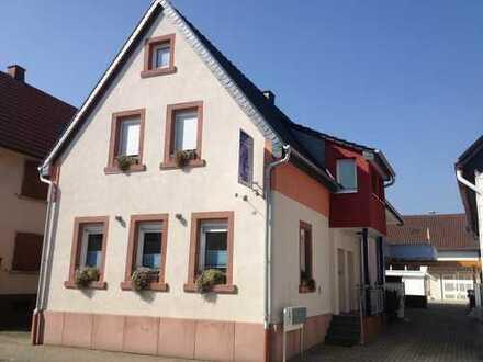 2011 modernisierte 4-Zimmer-DGwohnung mit Balkon in Harthausen
