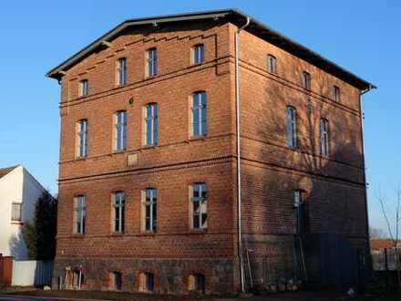 """Biesenbrow - Dachgeschossflair in denkmalgeschützter Schnitterkaserne im """"Bruch hinterm Berge"""""""