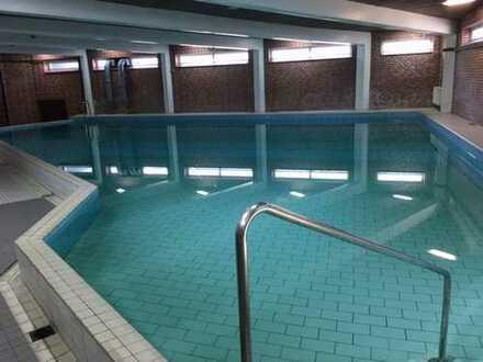Modernisierte 1-Zi.-Whg mit Schwimmbad, Sauna, Balkon, Tiefgarage, EBK in Steilshoop, Hamburg