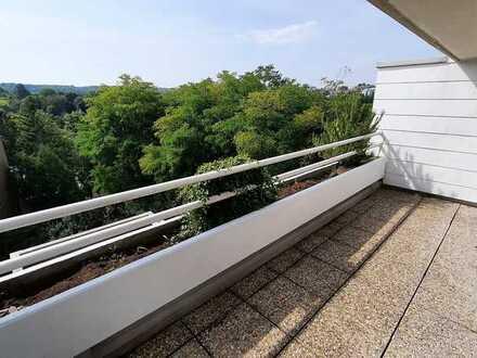 Stilvolle, modernisierte 4 1/2-Zimmer-Maisonette-Wohnung mit Balkon, EBK und TG in Böblingen