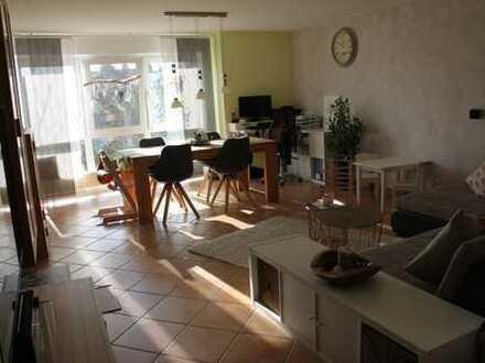Exklusive, gepflegte 3-Zimmer-Hochparterre-Wohnung mit Balkon und EBK in Bondorf