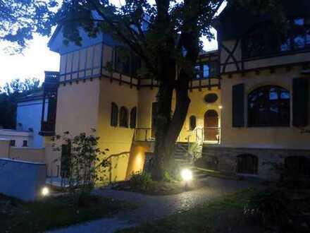 Herrschaftliches Wohnen garantiert, Villa am Abtnaundorfer Park mit Garten, Erstbezug nach Sanierung