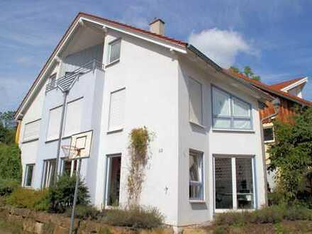Attraktives Ein- bis Zweifamilienhaus (BJ 1991) in angenehmer und ruhiger Wohnlage