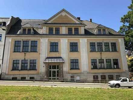 Falkenstein- Vogtland: Wunderschönes ehemaliges Schulgebäude