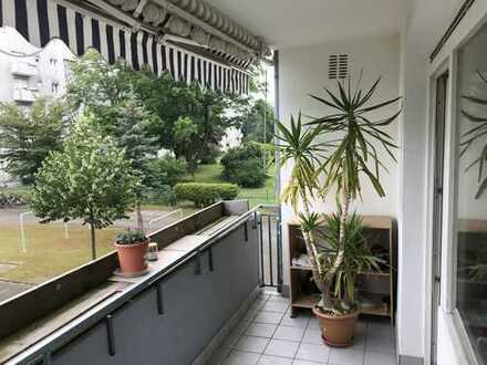 Günstige, gepflegte 4-Zimmer-Wohnung mit Balkon und EBK in Karlsruhe