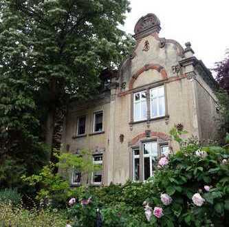 Schöne 5-Zimmer-Wohnung in denkmalgeschütztem Altbau in Hanau Rosenau, Erstbezug nach Sanierung