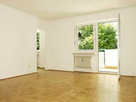 * * WOHNGLÜCK * * Zentrale 2-Zimmer-Wohnung m. Südbalkon