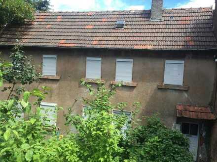 Handwerker aufgepasst! Sanierungsbedürftiges Einfamilienhaus in ruhiger Lage