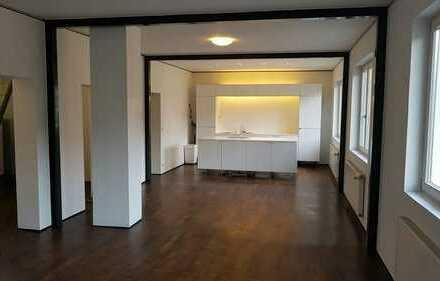 Loftartige 2,5-Zimmer-Maisonette-Wohnung direkt am Eugensplatz
