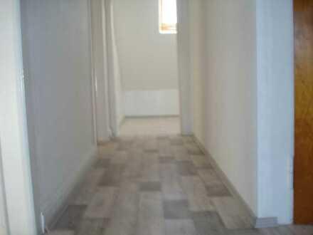 Sanierte DG-Wohnung mit drei Zimmern in Dortmund