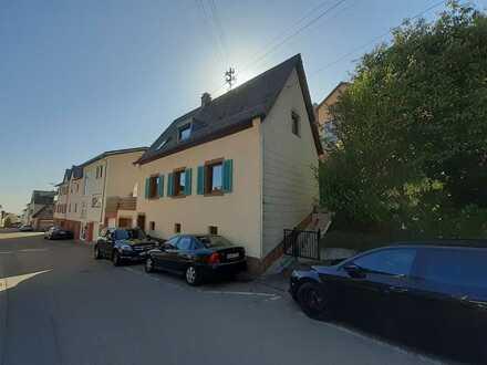 Saniertes Einfamilienhaus mit fünf Zimmern und EBK in Sankt Martin, Südliche Weinstraße (Kreis)
