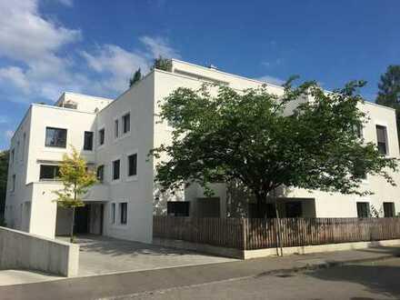 Ruhige und großzügige 3-Zimmer Wohnung mit Loggia und Terrasse in Göggingen