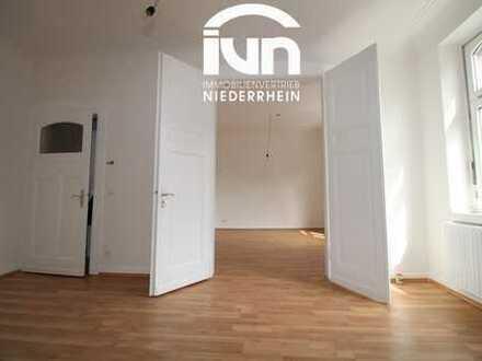 klassische Altbauwohnung  saniert, sehr gemütlich - 3 Zimmer, Balkon, 2. OG