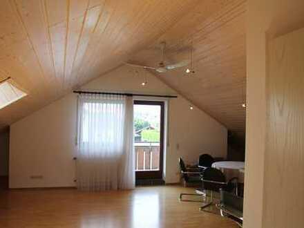Geräumige 2-Zimmer-Dachgeschosswohnung mit Balkon und Einbauküche in Blaustein