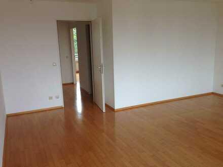 3 Zimmer Wohnung - oberstes Stockwerk - ruhige Lage direkt am Nordpark nähe BMW