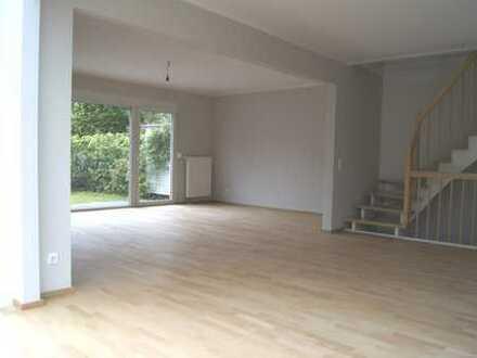 Puristische, großzügige DHH in Stockdorf (240 m² Wohn-/Nutzfläche)