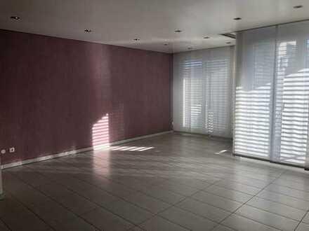 Neuwertige 4-Zimmer-Maisonette-Wohnung mit Balkon und EBK in Winnenden