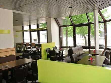 Modernes Ladenlokal für den Betrieb eines Restaurant / Imbiß auf der Fr- Ebert - Straße !