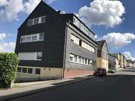 MFH mit Gewerbe + EFH + 35 Garagen + Baugrundstück (10.600m² Grundstück)