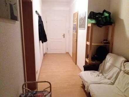 suche Nachmieter für ca. 20m² großes Zimmer in 3-Personen-WG