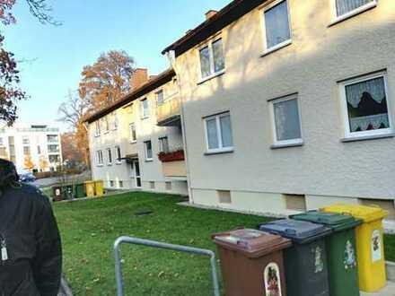 Gepflegte 2-Zimmer-Hochparterre-Wohnung mit Balkon und EBK in Augsburg