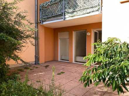 * frisch renovierte 2-Zimmer-Wohnung mit Terrasse und Garten *