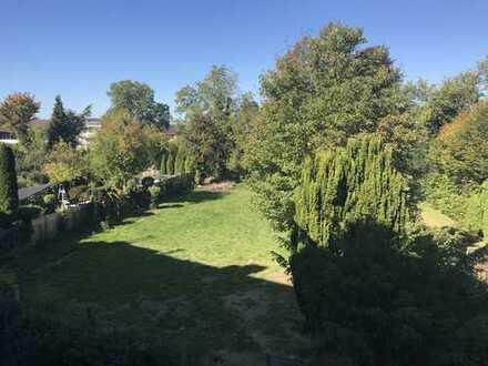 **Provisionsfrei**Nähe Bunter Garten** - Neu ausgebaute DG Wohnung mit Gartenanteil zu verkaufen!!