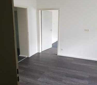Barrierefreie 3-Zimmer-EG-Wohnung oder Büro oder Atelier mit hohen Decken zur Miete in Riehl, Köln