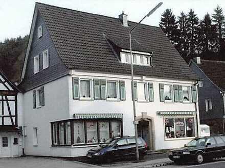 Erstbezug nach Sanierung: ansprechende 4-Zimmer-DG-Wohnung mit Balkon in Engelskirchen