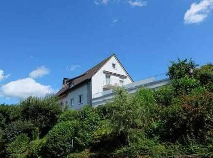 TOP-PREIS! Gepflegtes großzügiges Anwesen - mit vielfältigen Nutzungsmöglichkeiten.