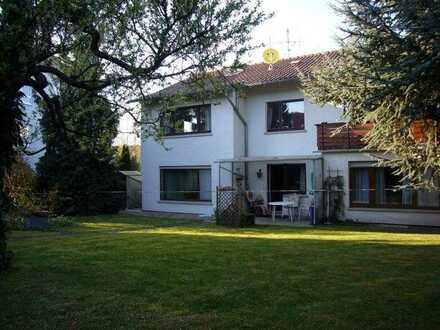 Gepflegtes Mehrfamilienhaus mit sechs Zimmern und EBK in Buckenberg, Pforzheim
