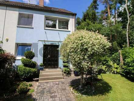 Wohnen am Waldrand: Gepflegtes Reihenendhaus mit großem Garten und Terrasse in ruhiger Lage
