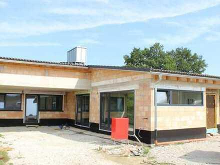 NEUBAU/ERSTBEZUG: Großzügiger + exclusiver Bungalow in Mistelgau mit Carport/Garage!
