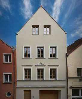 Direkt vom Eigentümer: Luxuriöses Altstadthaus mit Einliegerwohnung/Büro und Garage