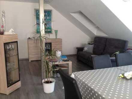 Exklusive, neuwertige 2-Zimmer-DG-Wohnung mit Balkon und EBK in Reichertshofen