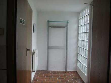 Ruhige Souterrain Wohnung mit Küche für Singles