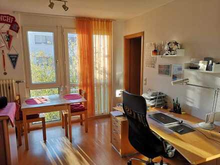Helle und möblierte 1-Zimmer-Wohnung mit EBK in Freiburg