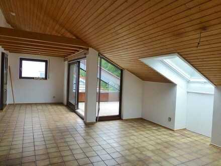 Mäuerach am Waldrand: Charmante 3,5 Zi.-Wohnung mit Dachterrasse, EBK, Keller und Garage