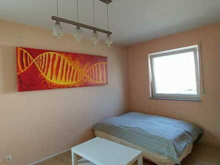 Grosses, schönes, sehr helles und möbliertes Zimmer (nur in 15 Min Zeil & 10 Min Fachhochschule)