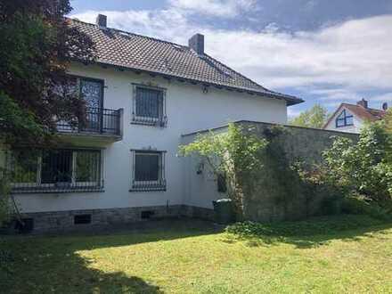 Einfamilienhausvilla mit großem Garten in Martplatznähe