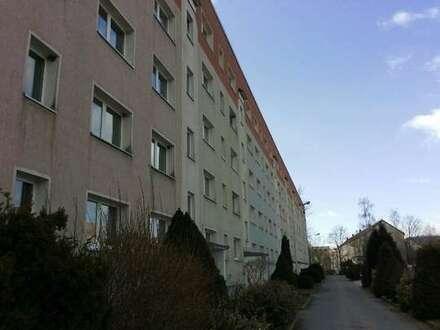 Sanierte 2-Raum-Wohnung mit Balkon und Blick ins Grüne