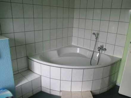 Sehr schöne und große 3-Zimmer-Wohnung mit 2 Bädern (Wanne und Dusche) in Plauen (Südvorstadt)